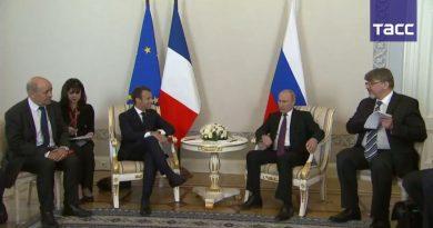 Француски председник Емануел Макрон стигао у Русију