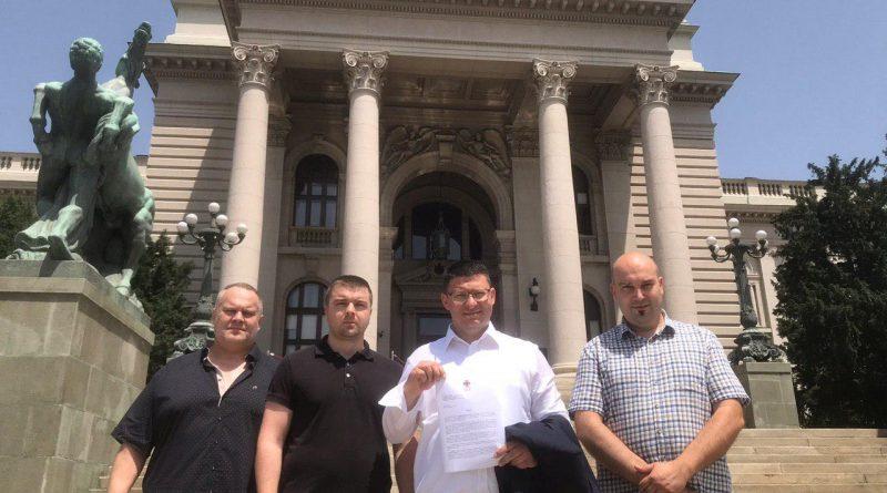 СЛ предала захтев Скупштини Србије да се забрани рад недељом